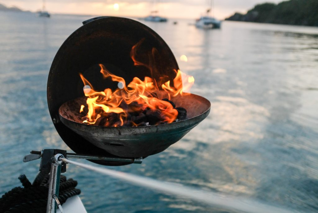 BBQ ON BOAT Best Grill for Boats - What to Buy in 2021