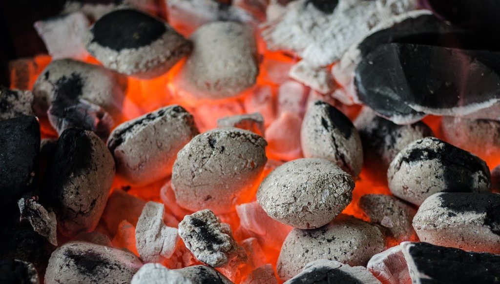 best lump charcoal Best Lump Charcoal to Sizzle your Steaks - 2021 Buyer's Guide